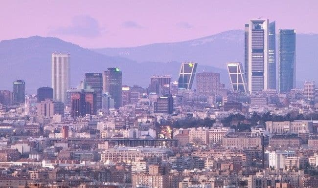 Guardamobles oficines Madrid Skyline